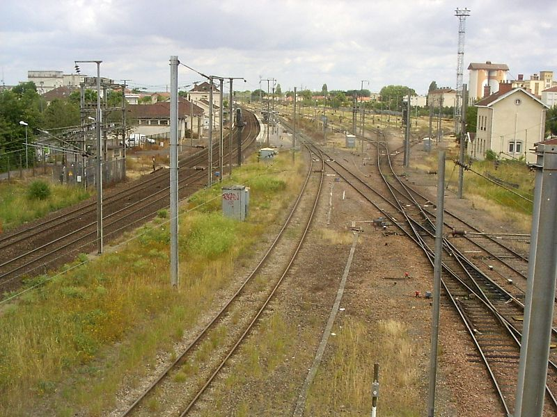 Vitry-le-Francois, station, blik vanaf de brug