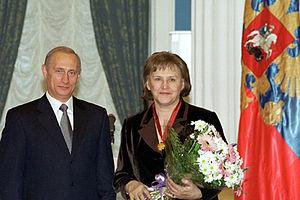 Nonna Mordyukova - Nonna Mordyukava with Vladimir Putin during the Order of Merit for the Fatherland ceremony, 2000
