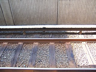 http://upload.wikimedia.org/wikipedia/commons/thumb/a/ad/WMATA_third_rail_at_West_Falls_Church.jpg/320px-WMATA_third_rail_at_West_Falls_Church.jpg