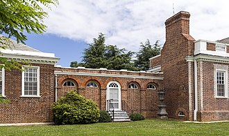Hyphen (architecture) - The hyphen connecting the main house (right) to the west end pavilion (left) at Whitehall (Annapolis, Maryland)