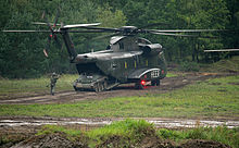 Wiesel fährt aus CH-53G (Heer)