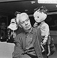 Wim Meilink met een van zijn poppen, Bestanddeelnr 919-5948.jpg
