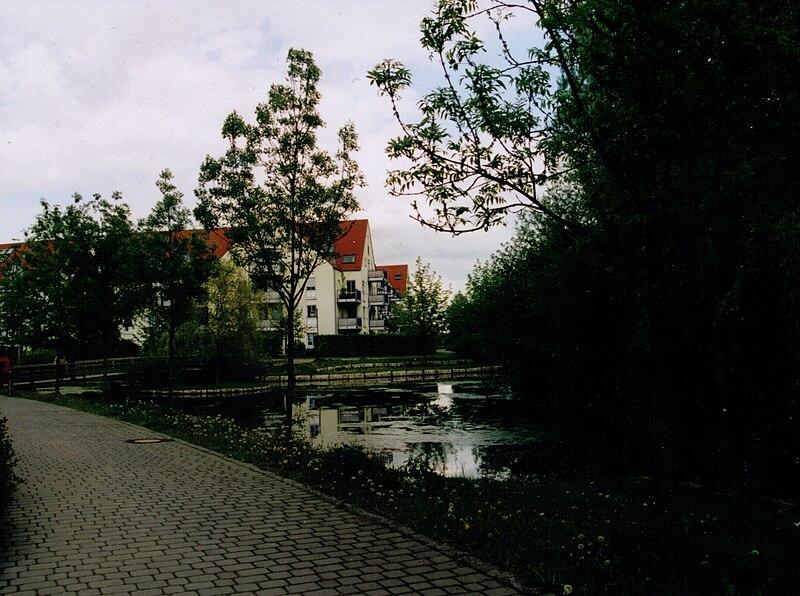 File:Wohngebiet in Karlsfeld.jpg