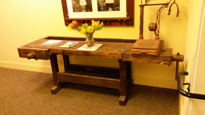 File:Woodworking Bench 02.jpg