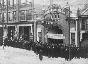 Great Depression in Canada -  Food line at the Yonge Street Mission in Toronto in the 1930s (during the Great Depression)