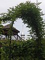 Yvoire Jardin Cinq Sens voliere clocher.jpg