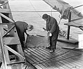 Zandzuiger Ahoy zuigt onder wrak Faustus, Bestanddeelnr 905-4734.jpg
