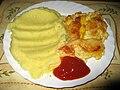 Zapečené rybí filé s vajíčkem, bramborová kaše, kečup.jpg