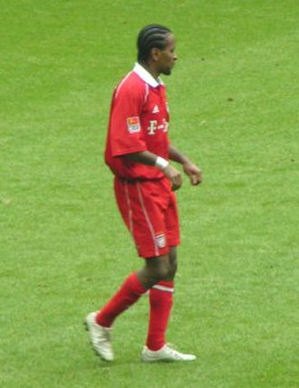 Zé Roberto - Zé Roberto with Bayern Munich at the Allianz Arena in the Bundesliga in 2006