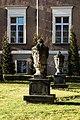 Zespół urbanistyczny Ostrowia Tumskiego i wysp- Piaskowej, Bielarskiej, Słodowej (rzeźby obok Kanoni); 195, 213; PL, DS, Wrocław, pl. Katedralny.jpg