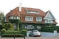 """""""Cemana - Le Sauvagine"""", gekoppelde villa in cottagestijl, Kustlaan 154, 156, 't Zoute (Knokke-Heist).JPG"""