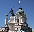 Édifice Louis S. St-Laurent (ancien bureau de poste), et statue de Samuel-De Champlain, Québec.jpg