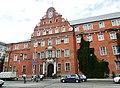 Бывшее здание полицейского президиума с рельефами на портале главного входа, проспект Советский, 3-5, Калининград.jpg