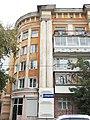 Дом жилой улица Володарского, 4, угол здания с колоннами.jpg