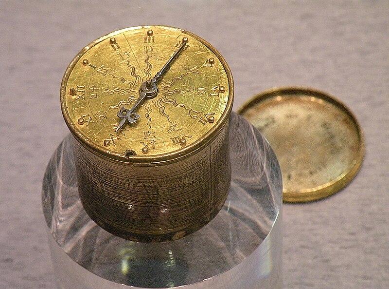File:Карманные часы Хенляйна.jpg