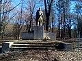 Пам'ятний знак воїнам-землякам, які загинули в роки Другої світової війни, с.Більче-Золоте.jpg