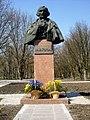 Пам'ятник-погруддя М.В.Гоголю у с. Гоголеве-4.jpg
