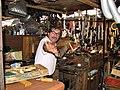 Продавец показывает приемы каратэ и пользование ножовкой - panoramio.jpg
