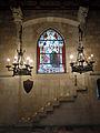 076 Castell de Santa Florentina (Canet de Mar), menjador reial, salamons i vitrall.JPG