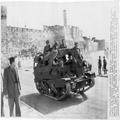 1948 ירושלים שער יפו - רכב משוריין בריטי שומר על העוצר-PHL-1088889.png