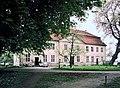 19870516145NR Mirow Kavaliershaus beim Schloß.jpg