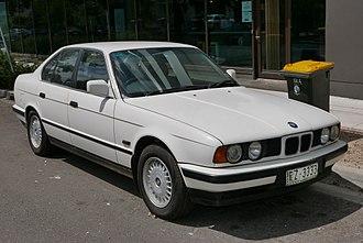 BMW 5 Series (E34) - Image: 1989 BMW 525i (E34) sedan (2015 11 13) 01