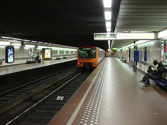 Parc metro station (Brussels) - Image: 1A line train at Brussels Park Parc Metro station