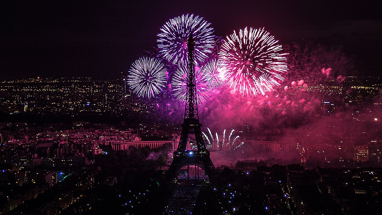 File:2012 Fireworks on Eiffel Tower 01.jpg - Wikimedia Commons Eiffel Tower At Night With Fireworks 2012