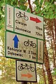 2012 Powiat cieszyński, Kaczyce, Znaki szlaków rowerowych w lesie Kaczok (03).jpg