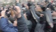 1 марта 2014 года в Донецке. У областного совета поднимают российский флаг