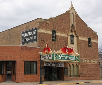 Paramount Theater (Austin, Minnesota) - Side view of the Paramount
