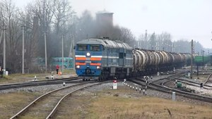 File:2TE116-1040 departure from Krustpils to Daugavpils.webm