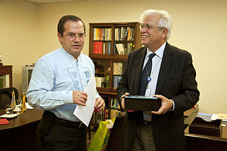Joan Clos - Clos meeting with Ecuadorian Foreign Minister Ricardo Patiño at the UN in New York City (September 2013)