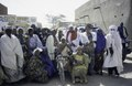 ASC Leiden - van Achterberg Collection - 6 - 041 - Un groupe de vingt femmes, vêtues de robes colorées et de foulards, de la TUNFA - Agadez, Niger - janvier 2005.tif