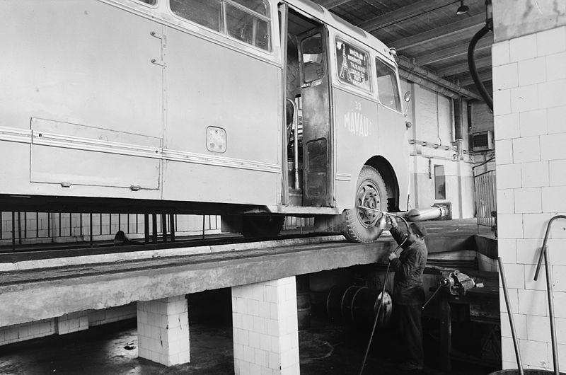 File:A 33.sz AKÖV autóbusz forgalmi telepe. Fortepan 18730.jpg