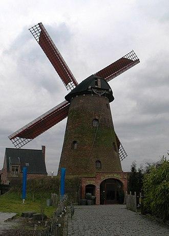 Brecht, Belgium - Image: A Brecht, Stenen molen, bergmolen, kettingkruier 00W