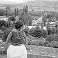 Afhalen van Josephine Baker in Frankrijk J B in tuin, Bestanddeelnr 912-6478.jpg
