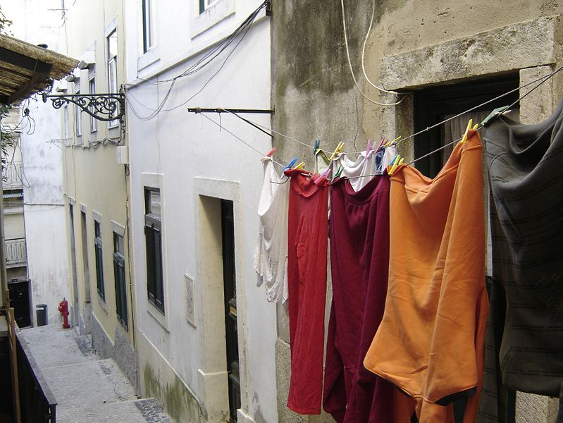 File:Alfama (by Awersowy) 27.jpg