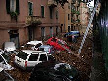 Auto accatastate dopo l'esondazione del rio Molinassi il 4 ottobre 2010, nella parte occidentale della delegazione