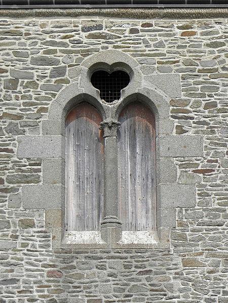 Fenêtre du Prieuré d'Ardevon (50).