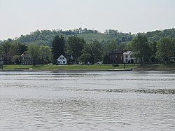 Houses along the Ohio River in Augusta