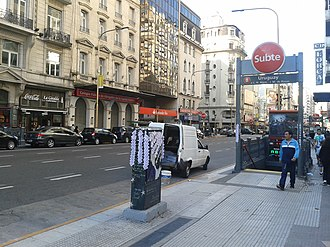 Uruguay (Buenos Aires Underground) - Image: Avenida Corrientes y Uruguay