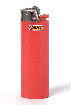 English: A Bic cigarette lighter Español: Un e...