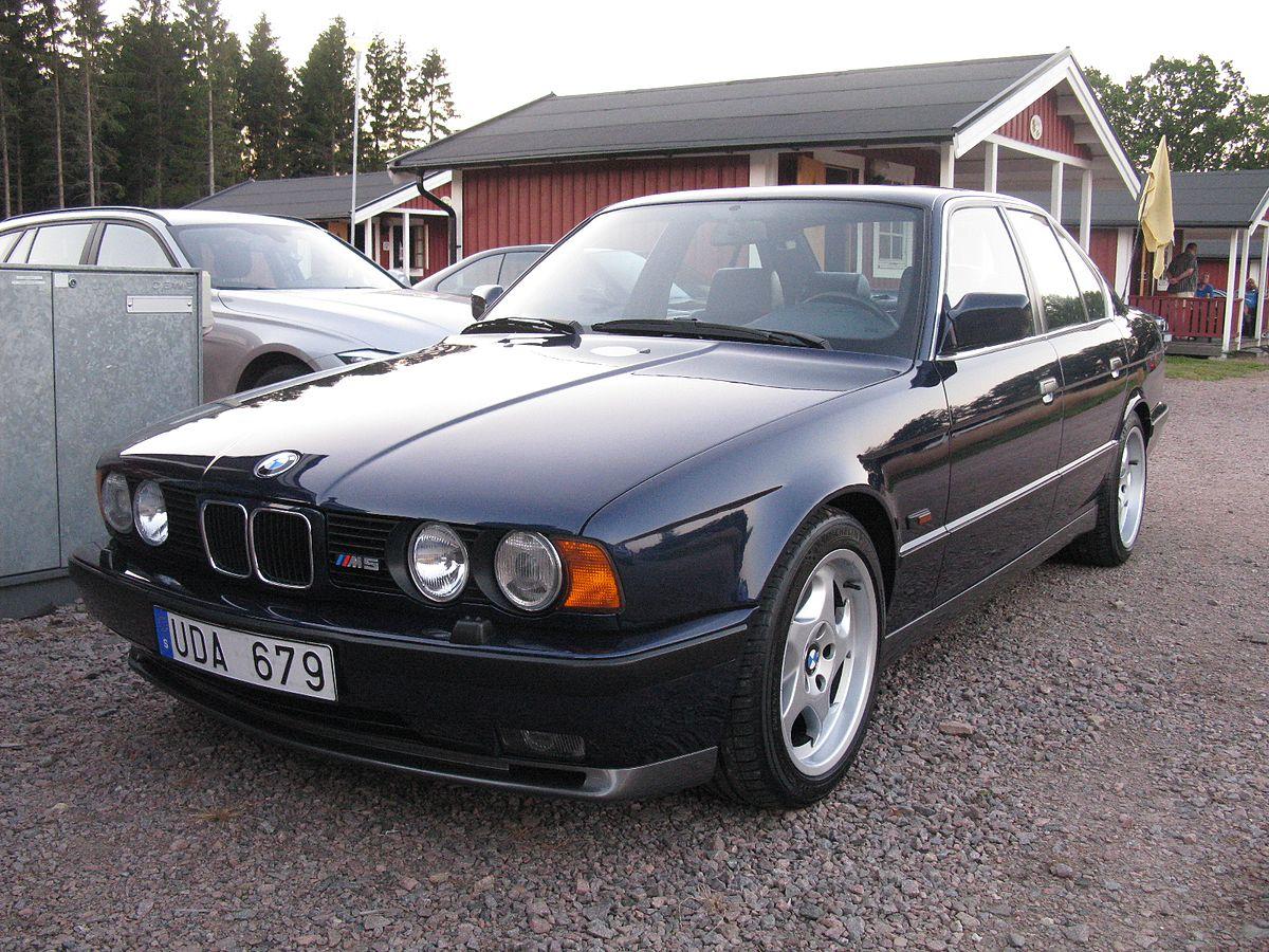 BMW M5 3.8 E34 (9429402899).jpg