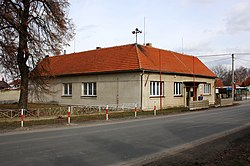 Bašť, municipally office.jpg