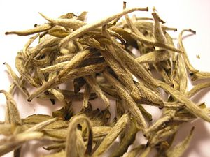 White tea - Image: Bai Hao Yin Zhen tea leaf (Fuding)