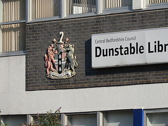 Flag of Bedfordshire - Image: Bedfordshire coat of arms at Dunstable Library