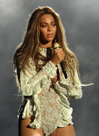 Beyoncé - Beyoncé performing during The Formation World Tour in 2016