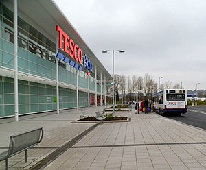Boarding the free Tesco bus, Newport Retail Park - geograph.org.uk - 2794295.jpg
