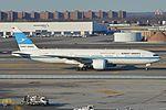 Boeing 777-269 '9K-AOB' Kuwait Airways (30107899614).jpg